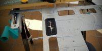 Comenzando la inversión del chasis, pulido de los cortes del panel trasero